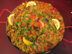The Ultimate Paella Recipe Tyler Florence S Authentic Spanish Paella The Chic Br 251 L 233 E