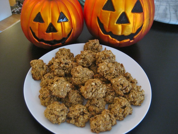 Post image for Pumpkin Spice Oatmeal Pecan Cookies