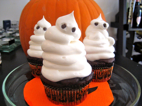 Post image for Low Fat Fudgy Ghost Cupcakes