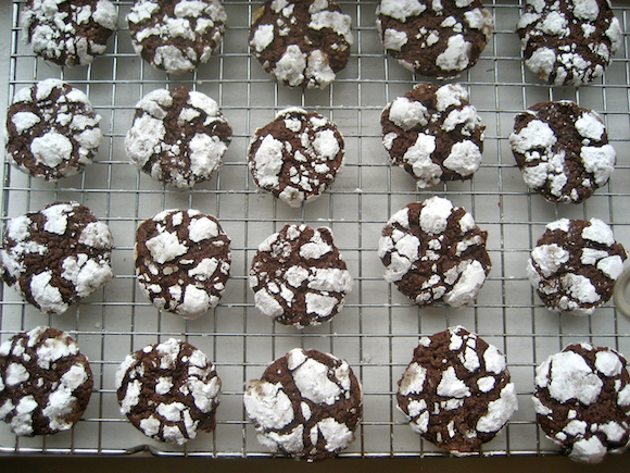 Fabulous Martha Stewarts Chocolate Crackle Cookies Recipe The Chic Brulee Easy Diy Christmas Decorations Tissureus